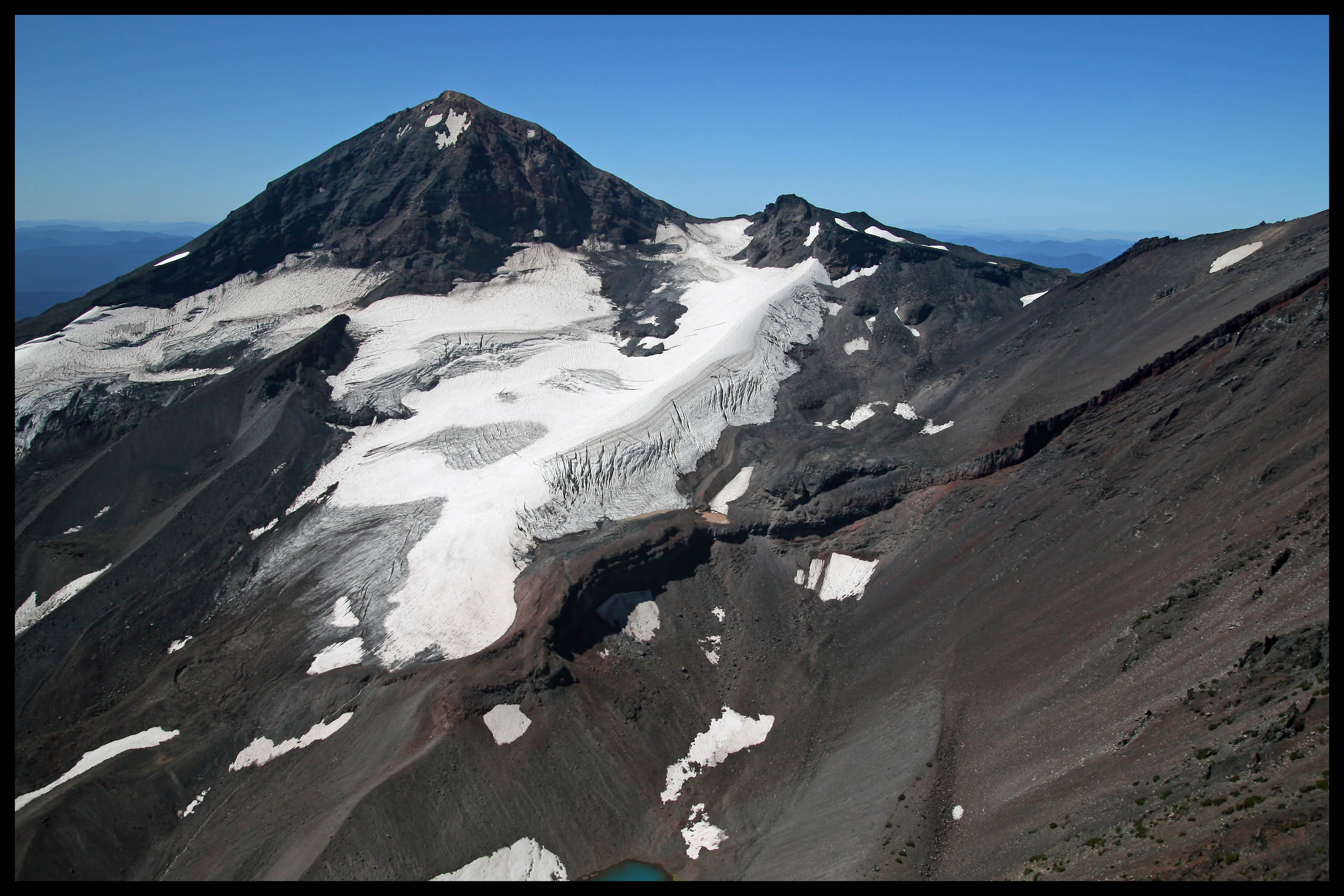 glacial history of mount hood in oregon Mount hood, called wy'east by the multnomah tribe, is a potentially active  stratovolcano in the  in addition to being oregon's highest mountain, it is one of  the loftiest mountains  the height assigned to mount hood's snow-covered  peak has varied over its history  the peak is home to 12 named glaciers and  snowfields.